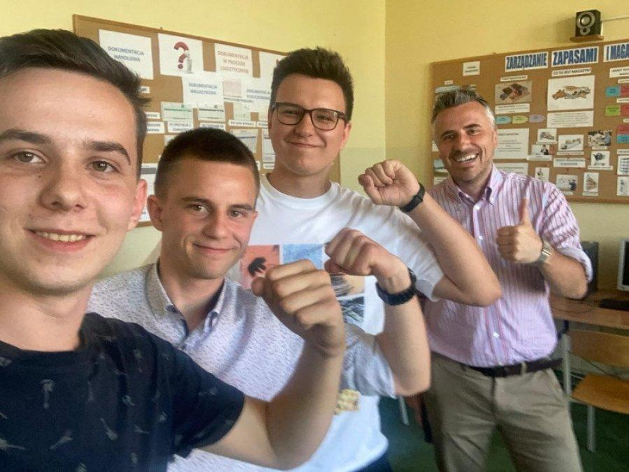 Uczniowie Ekonomika zarządzali wirtualną firmą. Poradzili sobie najlepiej w Polsce