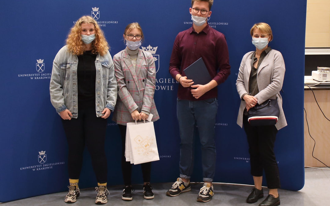 Młodzi analitycy z Raciborza zostali wyróżnieni na Konferencji Młodych Chemików w Krakowie